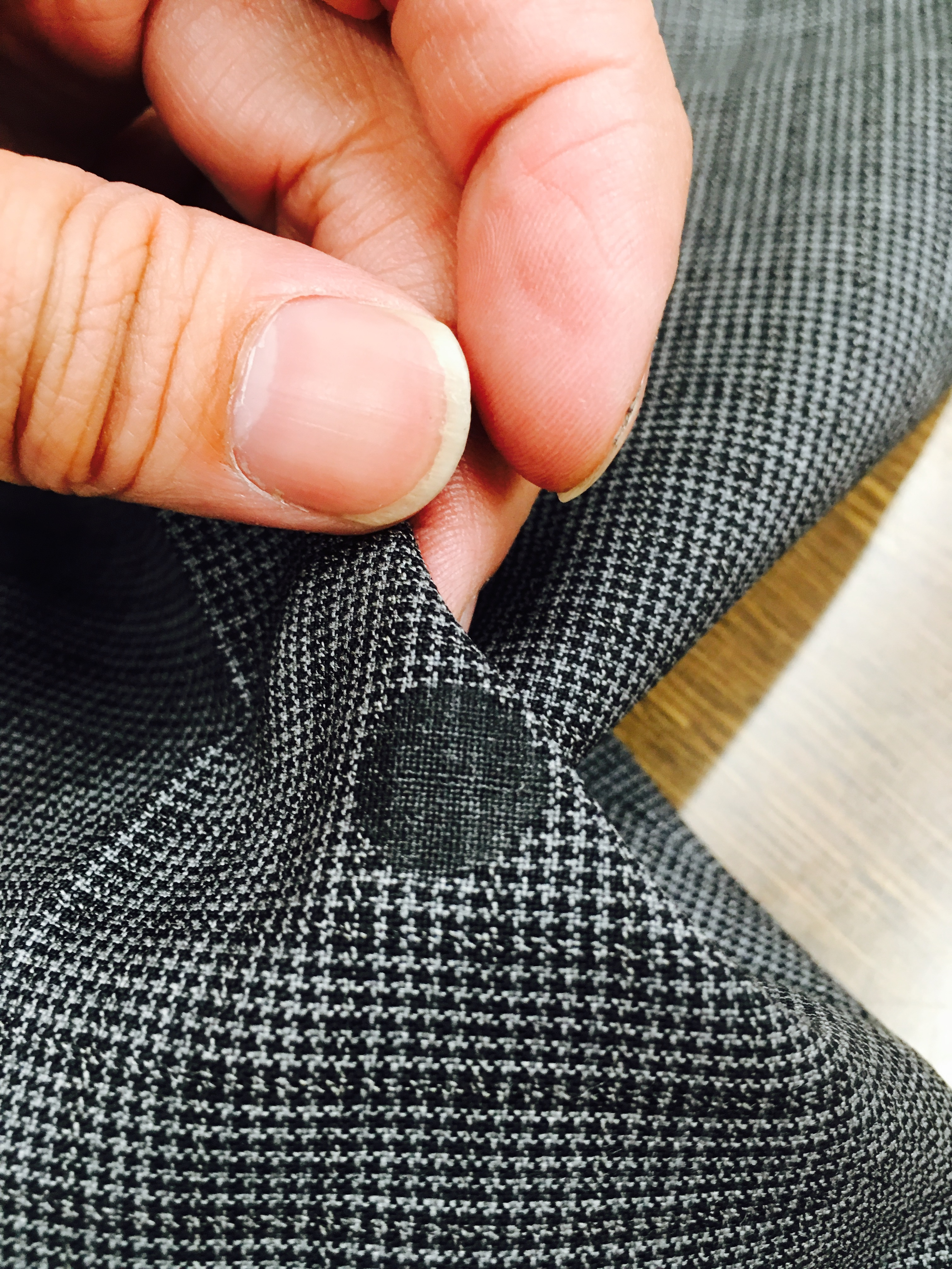 服 につい た ボンド 木工用ボンドが服についた時の落とし方!自分で綺麗にする方法│ヨミビ...